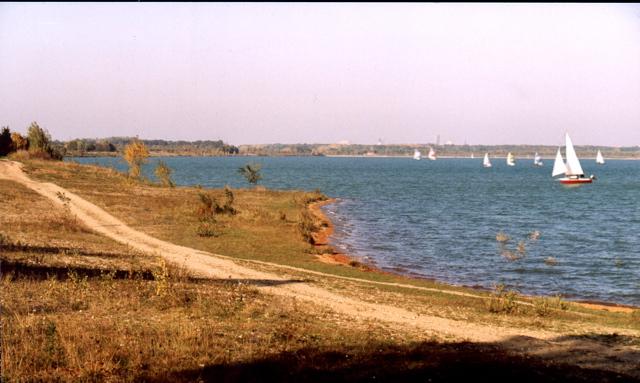 Blick auf den Cospudener See vom Ufer Leipzig Knauthain